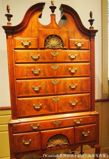 High chest of drawers, 1730-50 Boston Walnut, walnut veneer, white pine